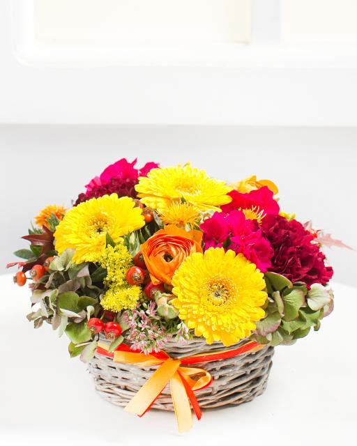 Ryški gėlių kompozicija