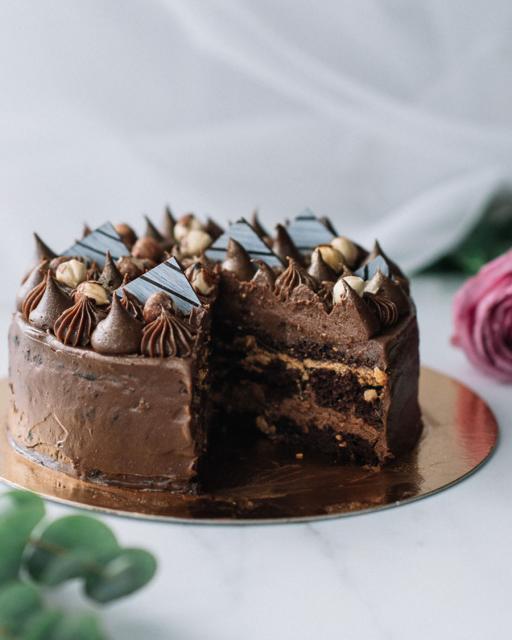 Crispy chocolate cake