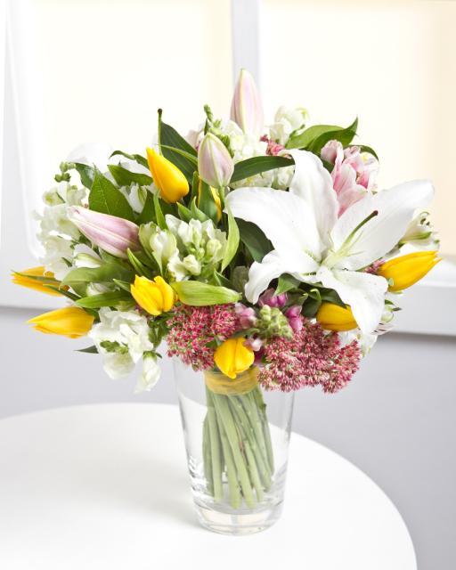 Mišri šviesių gėlių puokštė