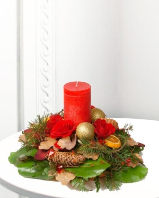 Tradicinė kalėdinė kompozicija su žvake