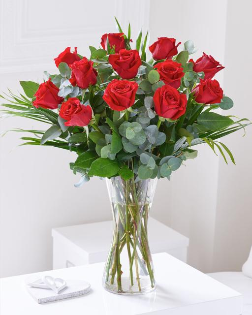 Puokštė iš 12 raudonų rožių