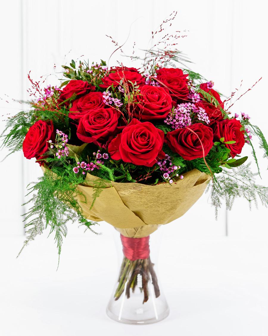 Liepsnojanti aistra | Rožės | Interflora Lietuva. Gėlių pristatymas